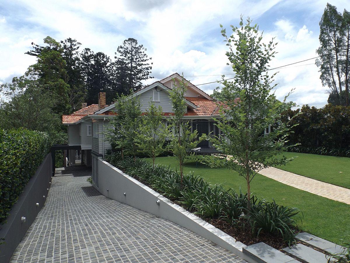 swain_house_driveway