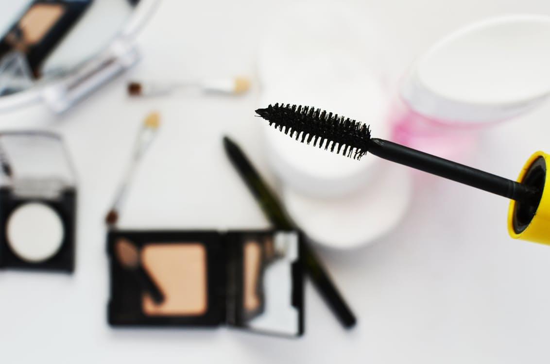 fashion-girl-makeup-paint