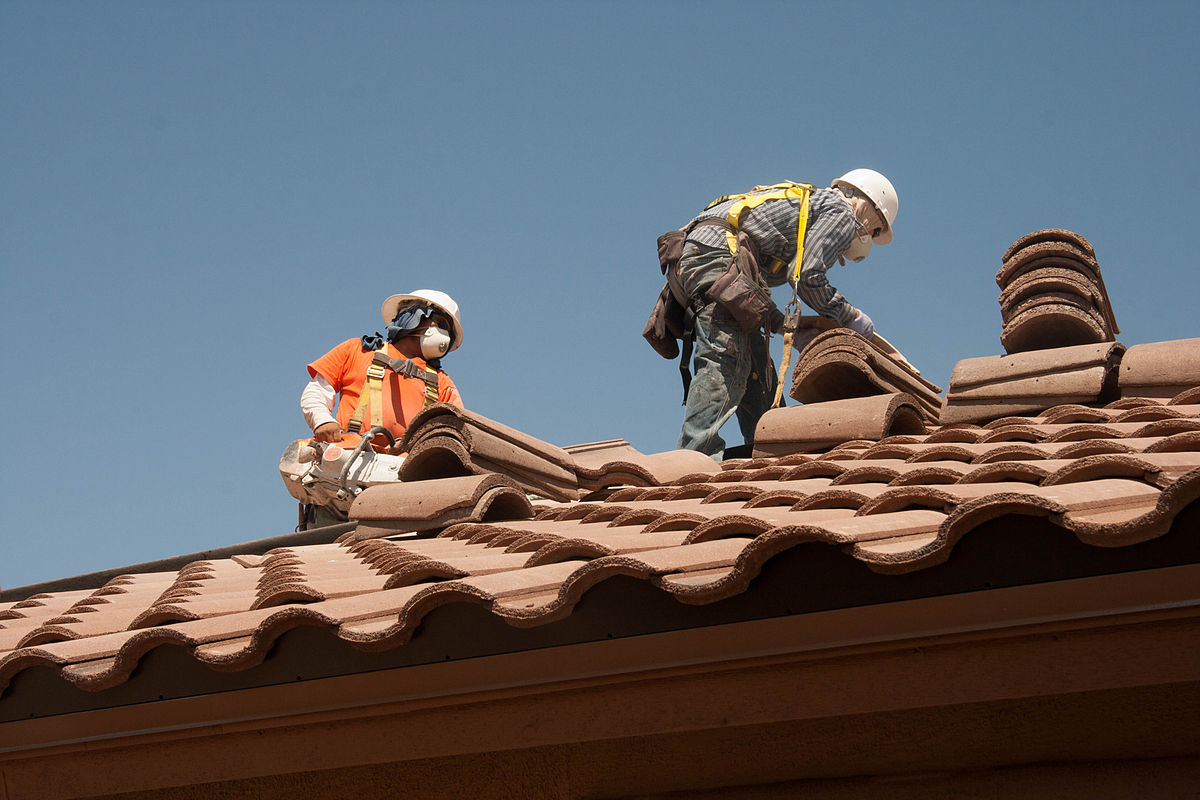 roofing_workers_fall_prevention_9253637735