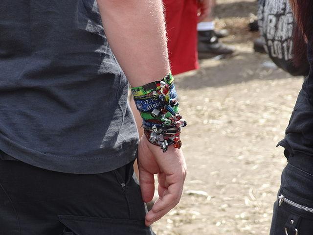640px-woa_2012_bracelets_02